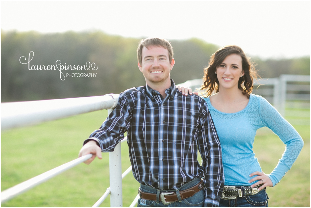 sherman-texas-wedding-and-engagment-photographer-gainesville-engagement-photos-by-lauren-pinson-photography-in-a-rustic-barn-and-country-field_0026.jpg