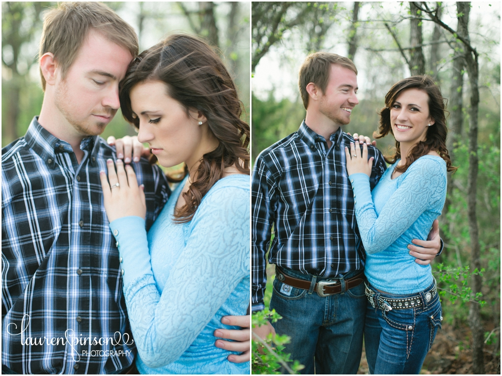 sherman-texas-wedding-and-engagment-photographer-gainesville-engagement-photos-by-lauren-pinson-photography-in-a-rustic-barn-and-country-field_0027.jpg