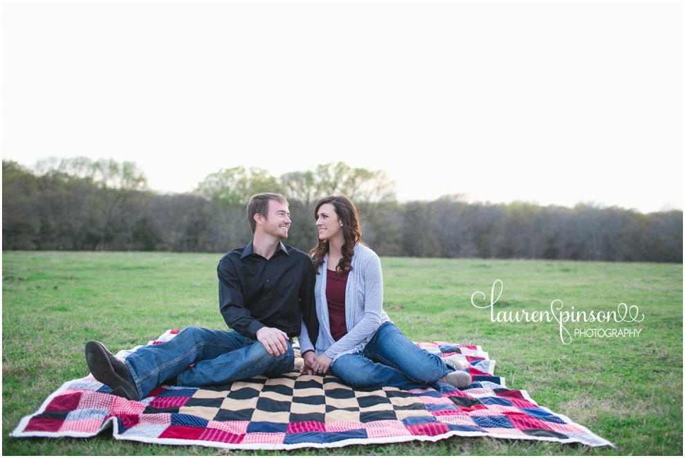 sherman-texas-wedding-and-engagment-photographer-gainesville-engagement-photos-by-lauren-pinson-photography-in-a-rustic-barn-and-country-field_0029.jpg