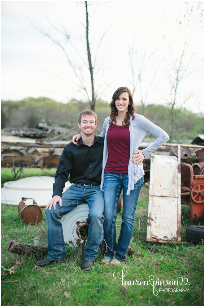 sherman-texas-wedding-and-engagment-photographer-gainesville-engagement-photos-by-lauren-pinson-photography-in-a-rustic-barn-and-country-field_0032.jpg