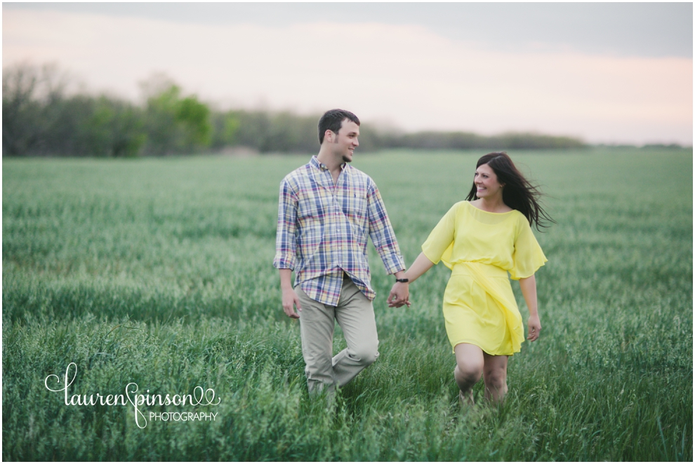 wichita-falls-engagement-photographs-wedding-photographer-lauren-pinson-photography-outdoor-wheat-field_0064.jpg