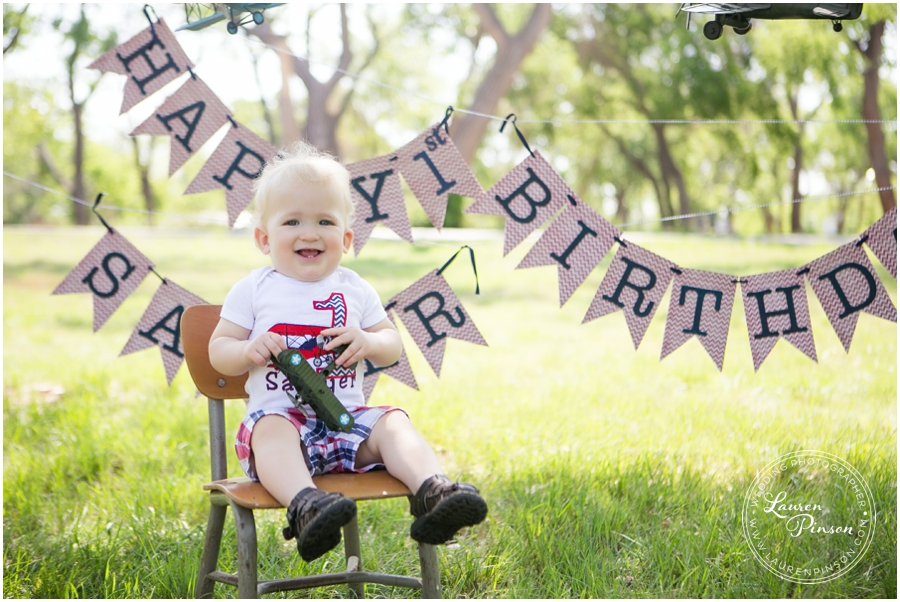 wichita-falls-portrait-photographer-1-year-1st-birthday-cake-smash-baby-session_0004.jpg