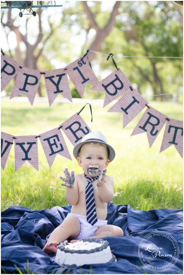 wichita-falls-portrait-photographer-1-year-1st-birthday-cake-smash-baby-session_0007.jpg