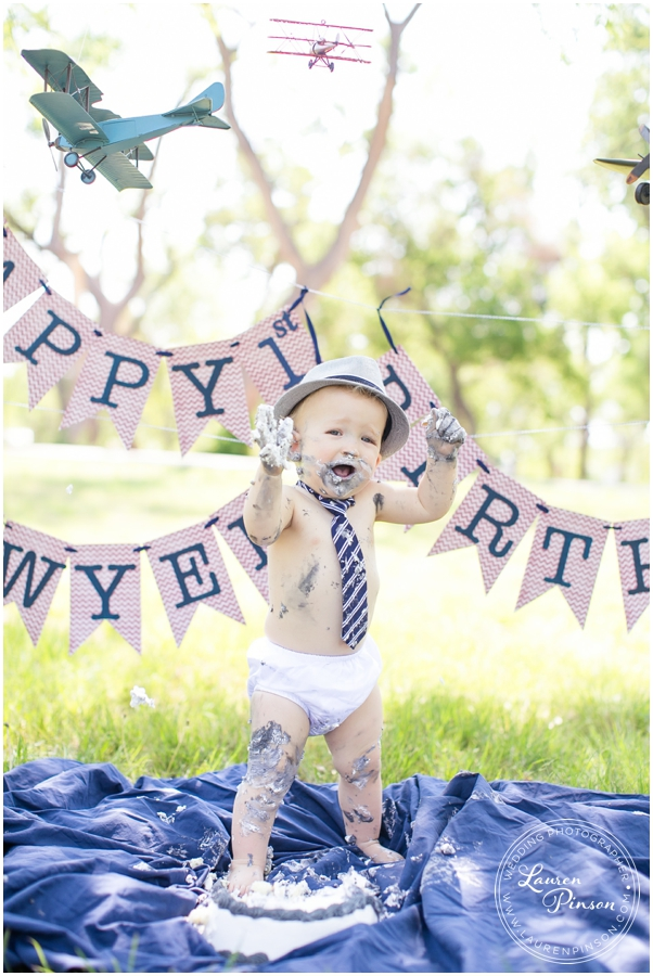 wichita-falls-portrait-photographer-1-year-1st-birthday-cake-smash-baby-session_0008.jpg