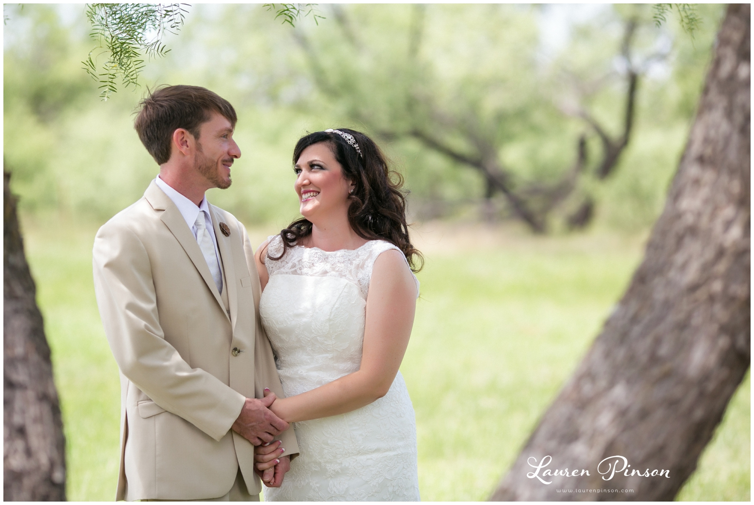 wichita-falls-coyote-ranch-resort-wedding-texas-photography-family-ceremony-balloons-rustic-lace_0312.jpg