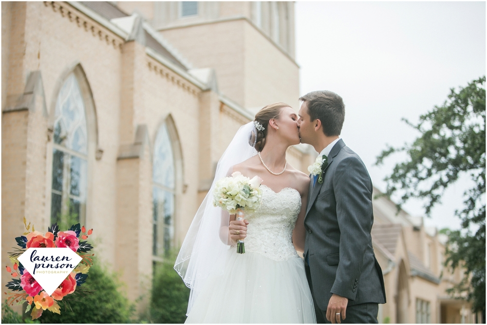 wichita-falls-wedding-photography-at-fain-presbyterian-church-and-the-wellington-timeless-classic-modern-photographer_1142.jpg