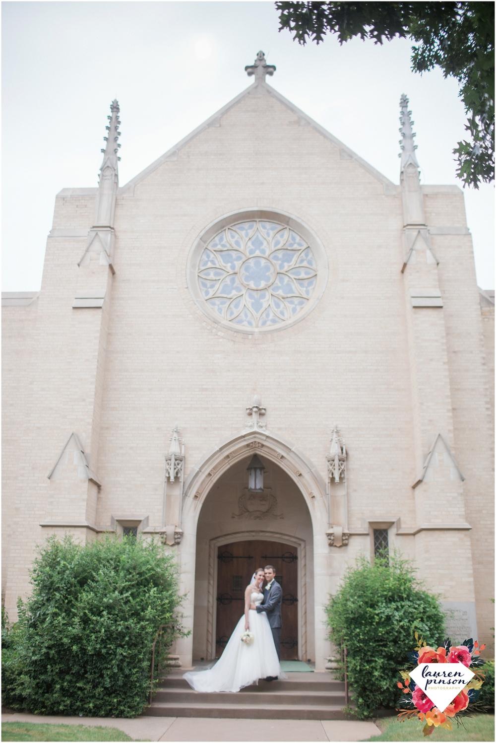 wichita-falls-wedding-photography-at-fain-presbyterian-church-and-the-wellington-timeless-classic-modern-photographer_1170.jpg
