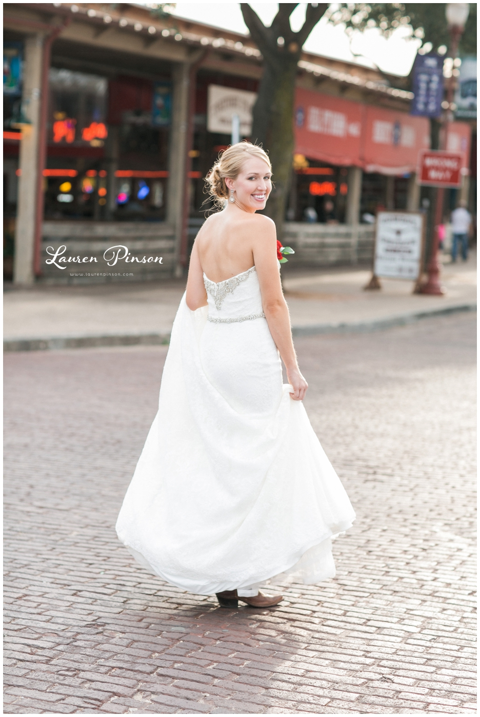 fort-worth-bridal-session-at-the-stockyards-fort-worth-wedding-photographer-wichita-falls-wedding-photographer_1324.jpg
