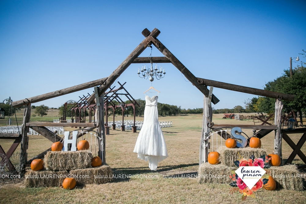 fort-worth-dfw-wedding-photographer-cleburne-jones-barns-at-willow-creek-ranch-wichita-falls-wedding-photographer-waco-texas-002.jpg