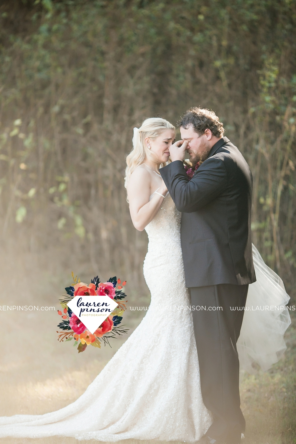 rustic-wichita-falls-texas-wedding-photographer-gold-glam-mayfield-events-market-street-united-allue-bridals-fall_1669.jpg