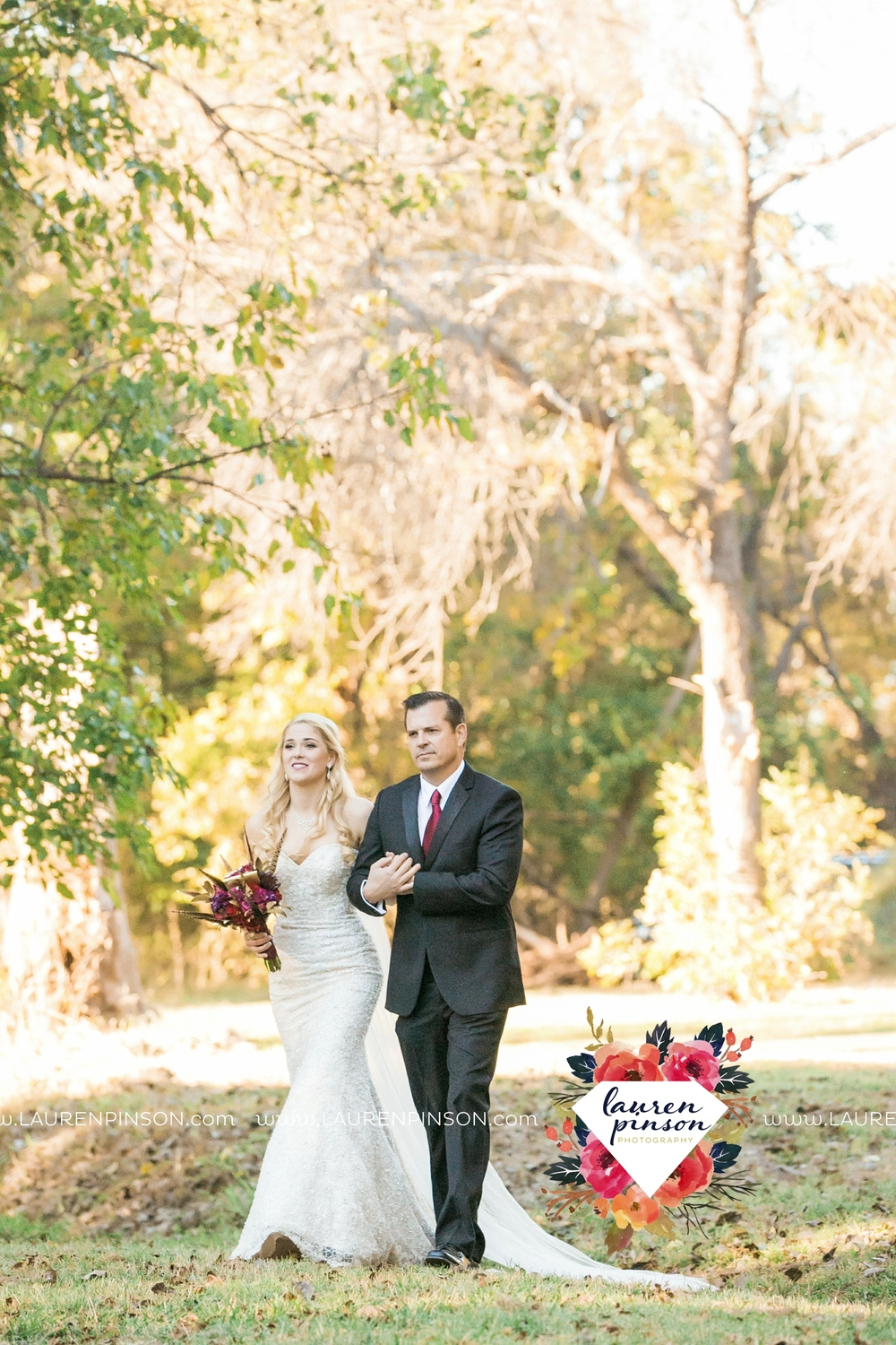 rustic-wichita-falls-texas-wedding-photographer-gold-glam-mayfield-events-market-street-united-allue-bridals-fall_1676.jpg