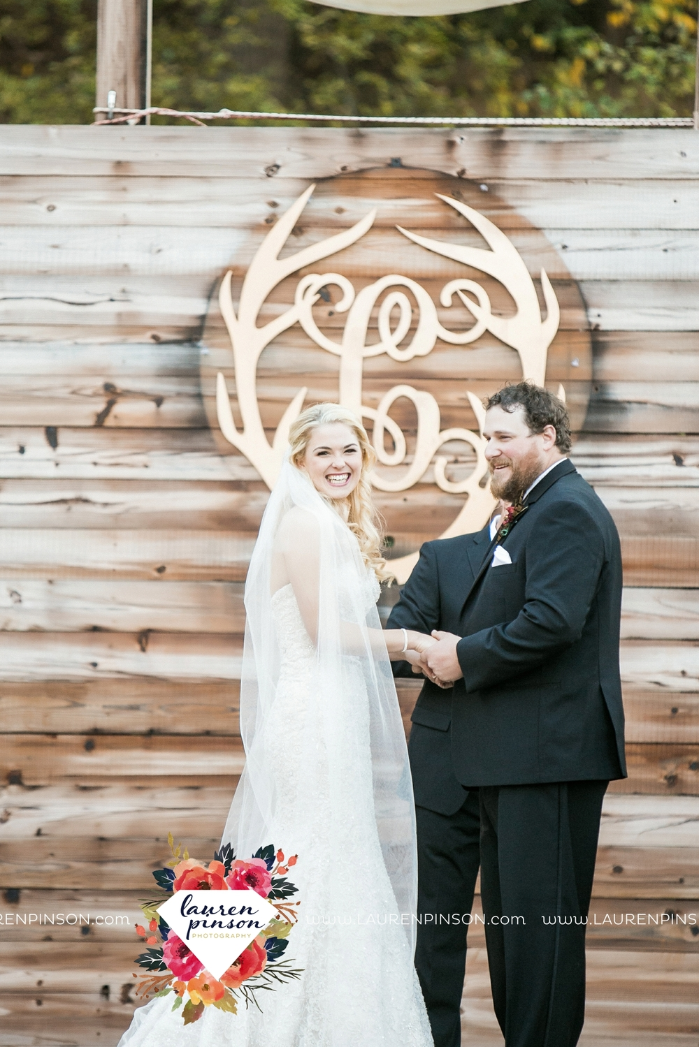 rustic-wichita-falls-texas-wedding-photographer-gold-glam-mayfield-events-market-street-united-allue-bridals-fall_1688.jpg