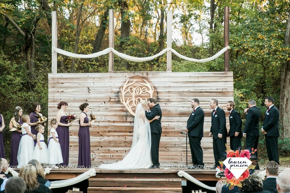rustic-wichita-falls-texas-wedding-photographer-gold-glam-mayfield-events-market-street-united-allue-bridals-fall_1693.jpg