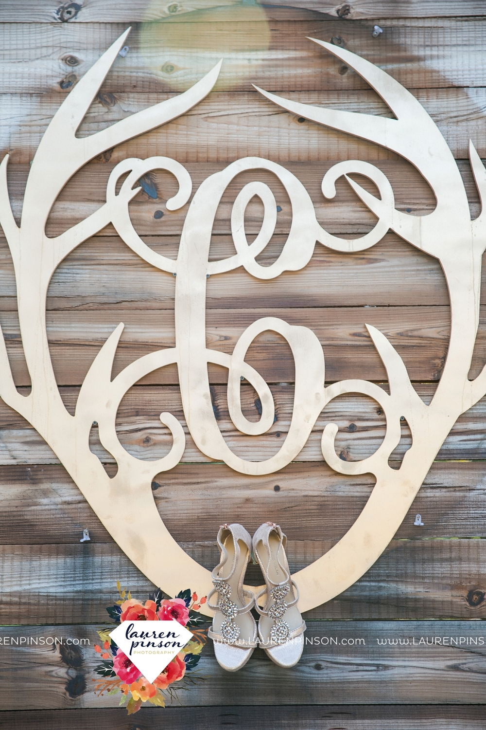 rustic-wichita-falls-texas-wedding-photographer-gold-glam-mayfield-events-market-street-united-allue-bridals-fall_1701.jpg