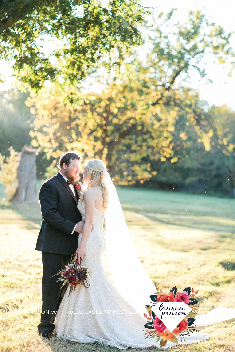 rustic-wichita-falls-texas-wedding-photographer-gold-glam-mayfield-events-market-street-united-allue-bridals-fall_1763.jpg