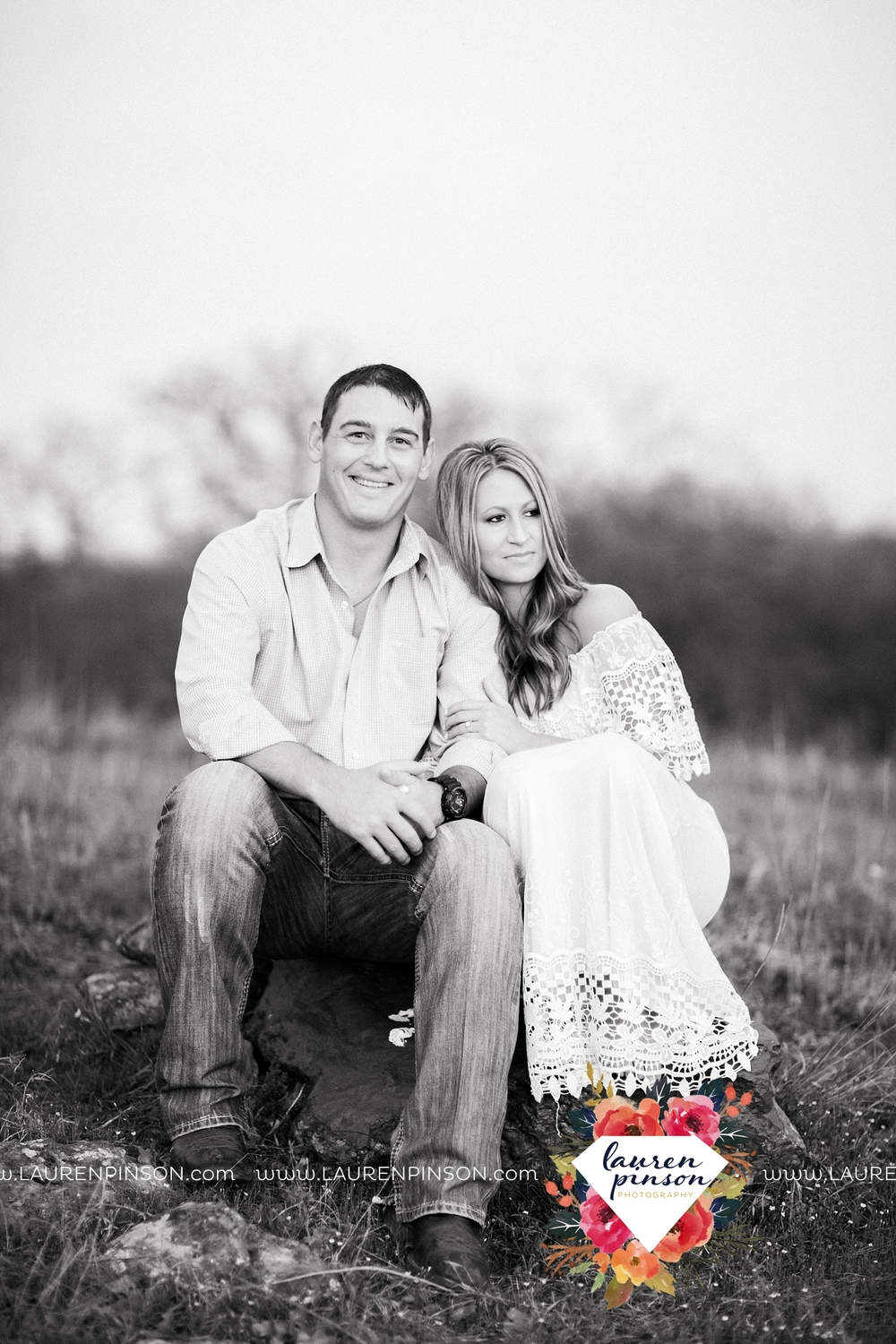 Wichita-falls-texas-country-outdoor-wheat-field-windthorst-engagement-session-and-wedding-photographer-00004.jpg