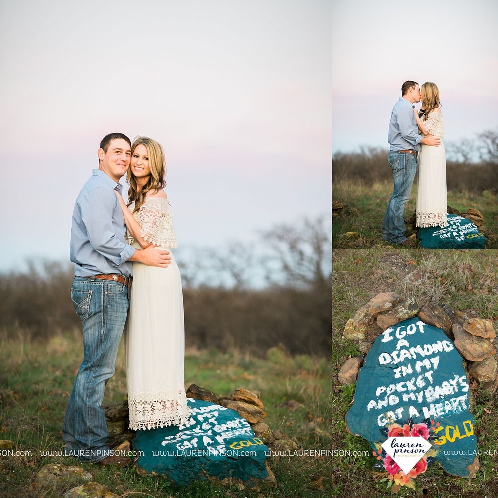 Wichita-falls-texas-country-outdoor-wheat-field-windthorst-engagement-session-and-wedding-photographer-00005.jpg