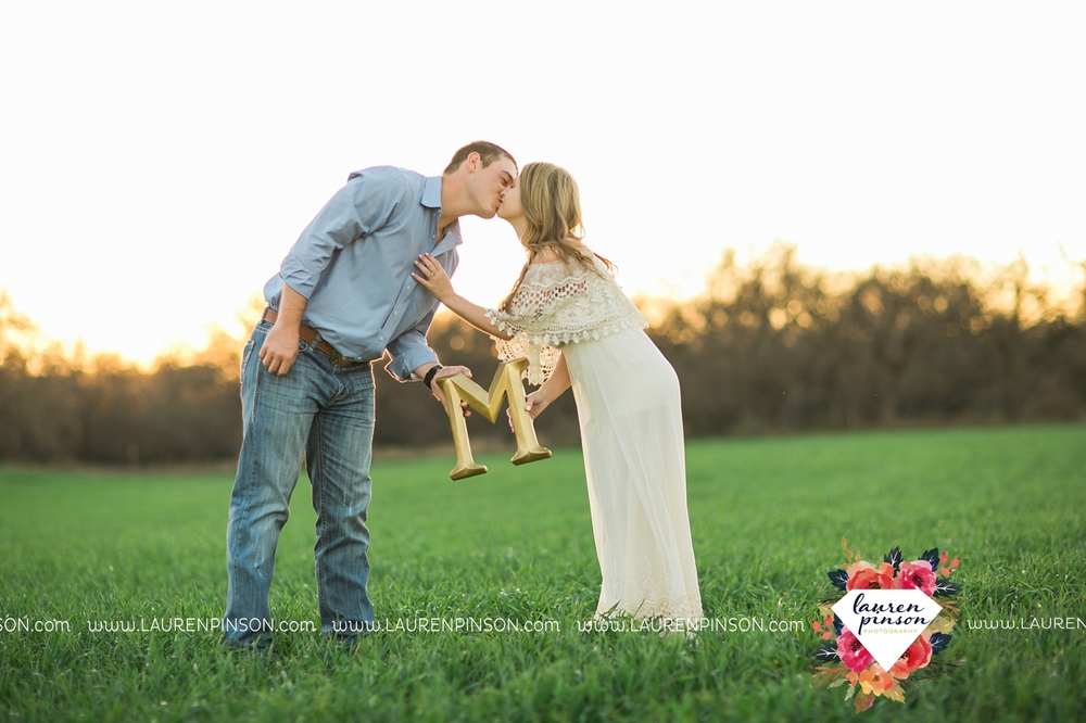 Wichita-falls-texas-country-outdoor-wheat-field-windthorst-engagement-session-and-wedding-photographer-00008.jpg