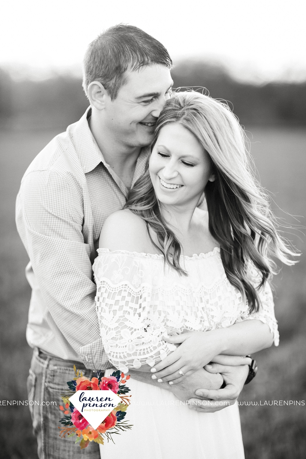 Wichita-falls-texas-country-outdoor-wheat-field-windthorst-engagement-session-and-wedding-photographer-00009.jpg