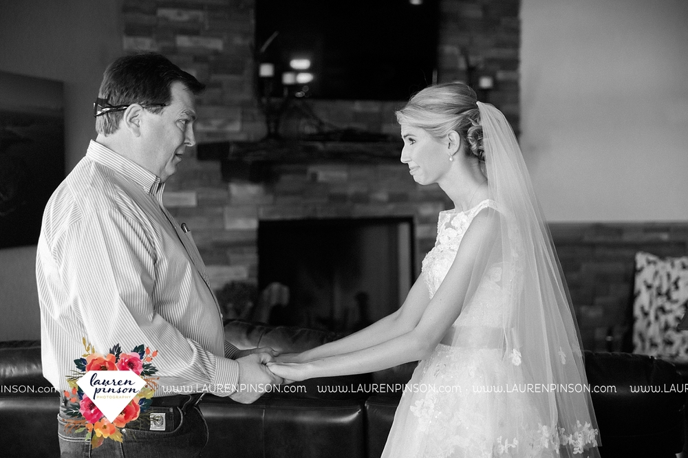 wichita-falls-texas-wedding-photographer-bowie-nocona-henrietta-country-barn-wedding_2147.jpg
