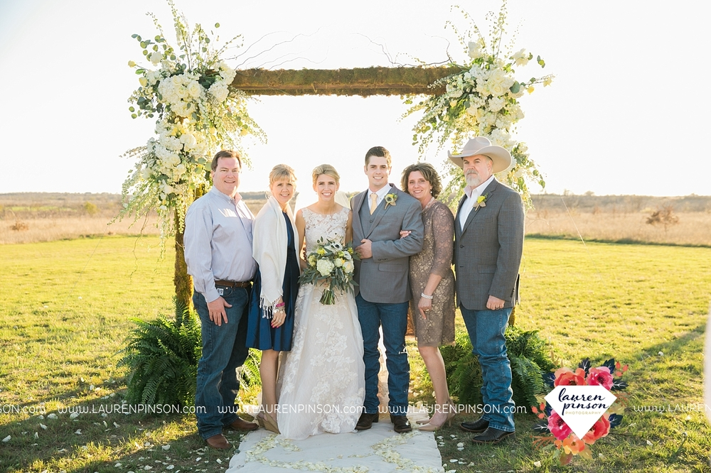 wichita-falls-texas-wedding-photographer-bowie-nocona-henrietta-country-barn-wedding_2153.jpg