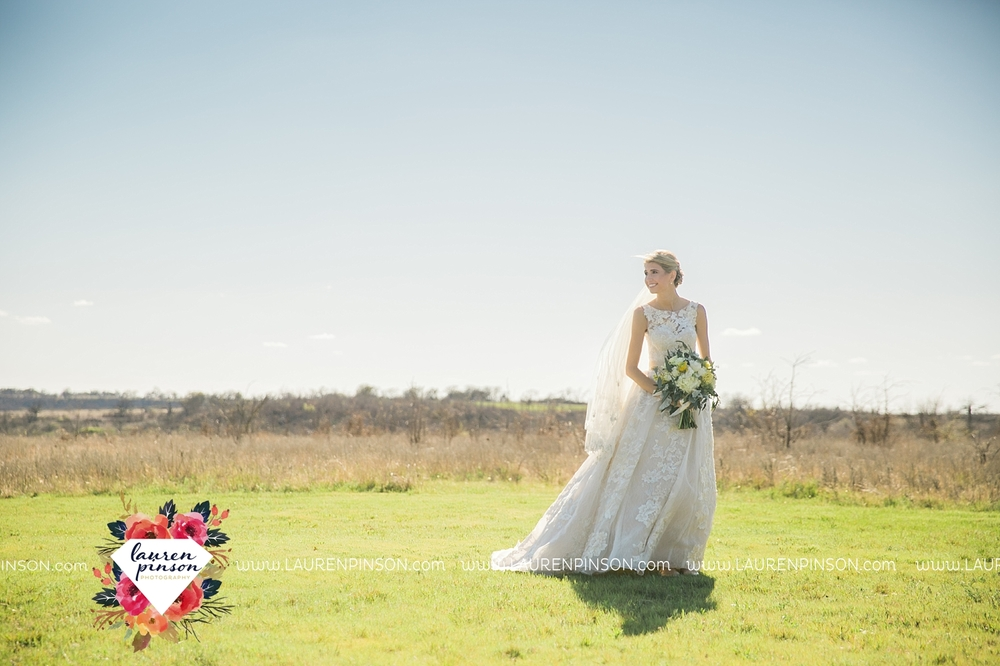 wichita-falls-texas-wedding-photographer-bowie-nocona-henrietta-country-barn-wedding_2164.jpg