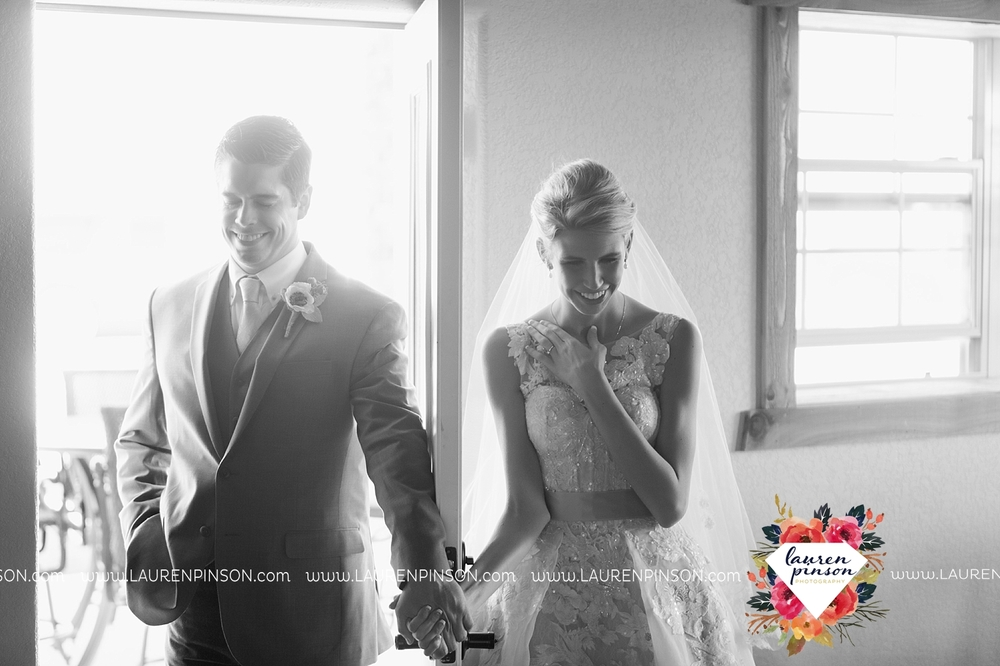 wichita-falls-texas-wedding-photographer-bowie-nocona-henrietta-country-barn-wedding_2167.jpg