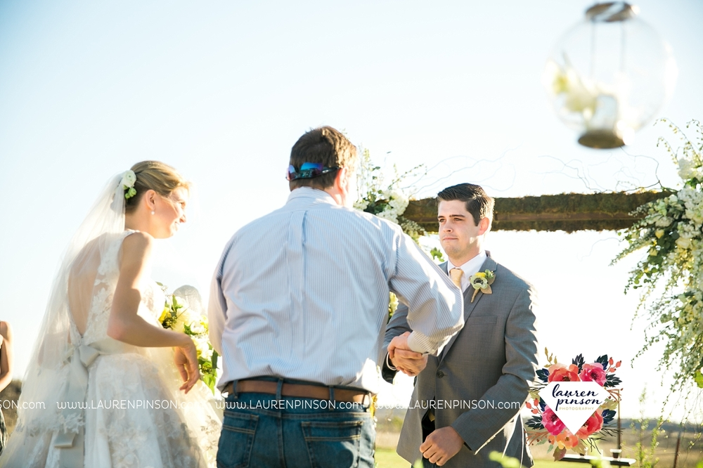 wichita-falls-texas-wedding-photographer-bowie-nocona-henrietta-country-barn-wedding_2169.jpg