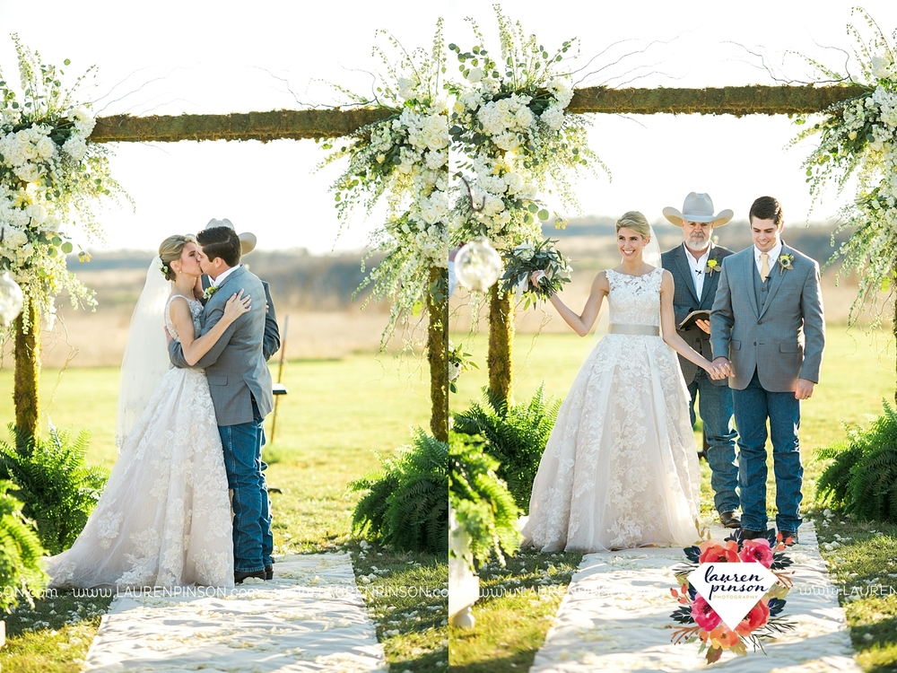 wichita-falls-texas-wedding-photographer-bowie-nocona-henrietta-country-barn-wedding_2176.jpg
