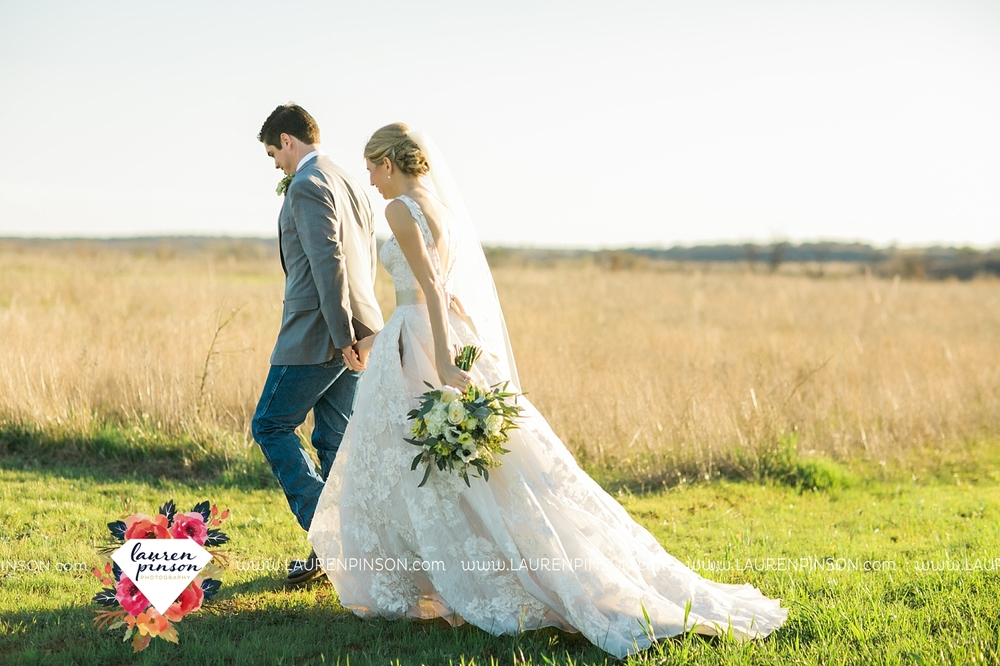 wichita-falls-texas-wedding-photographer-bowie-nocona-henrietta-country-barn-wedding_2184.jpg