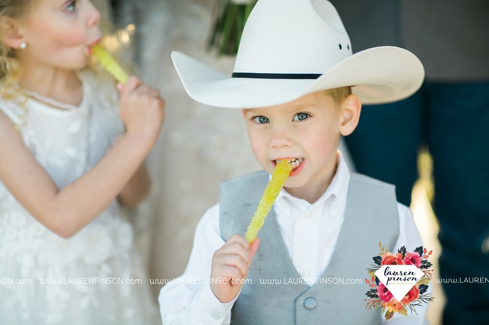 wichita-falls-texas-wedding-photographer-bowie-nocona-henrietta-country-barn-wedding_2192.jpg