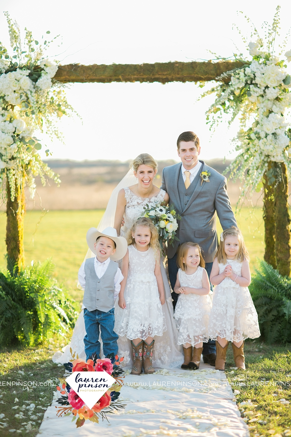 wichita-falls-texas-wedding-photographer-bowie-nocona-henrietta-country-barn-wedding_2193.jpg