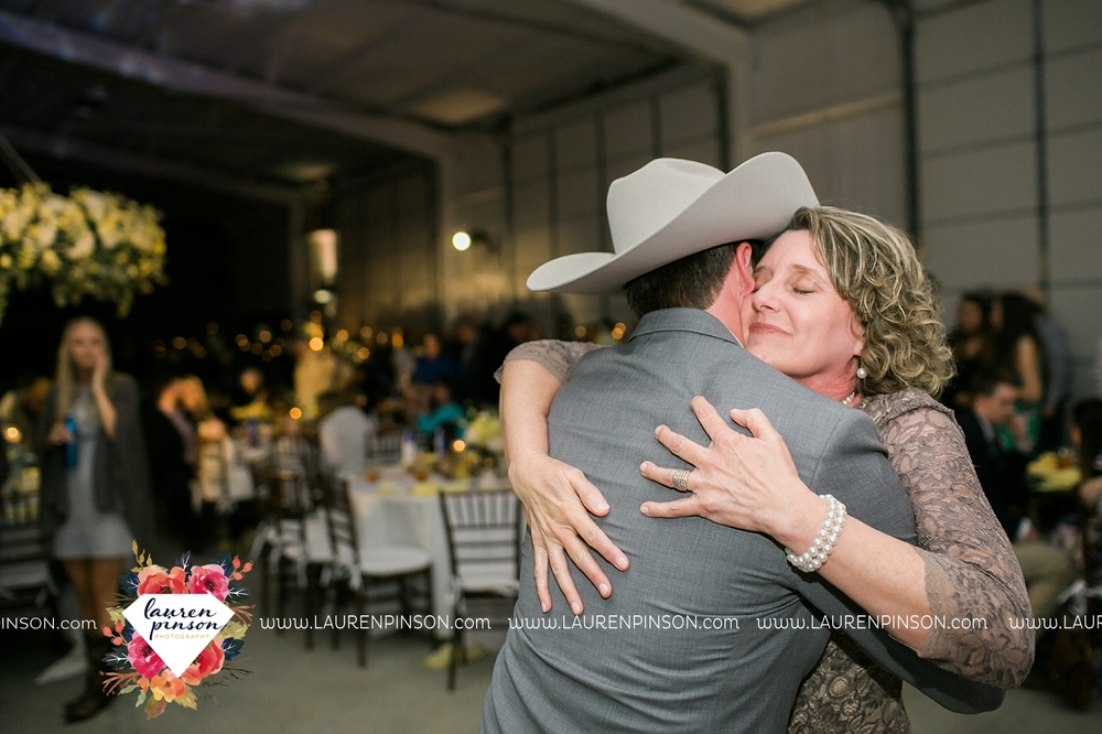 wichita-falls-texas-wedding-photographer-bowie-nocona-henrietta-country-barn-wedding_2203.jpg