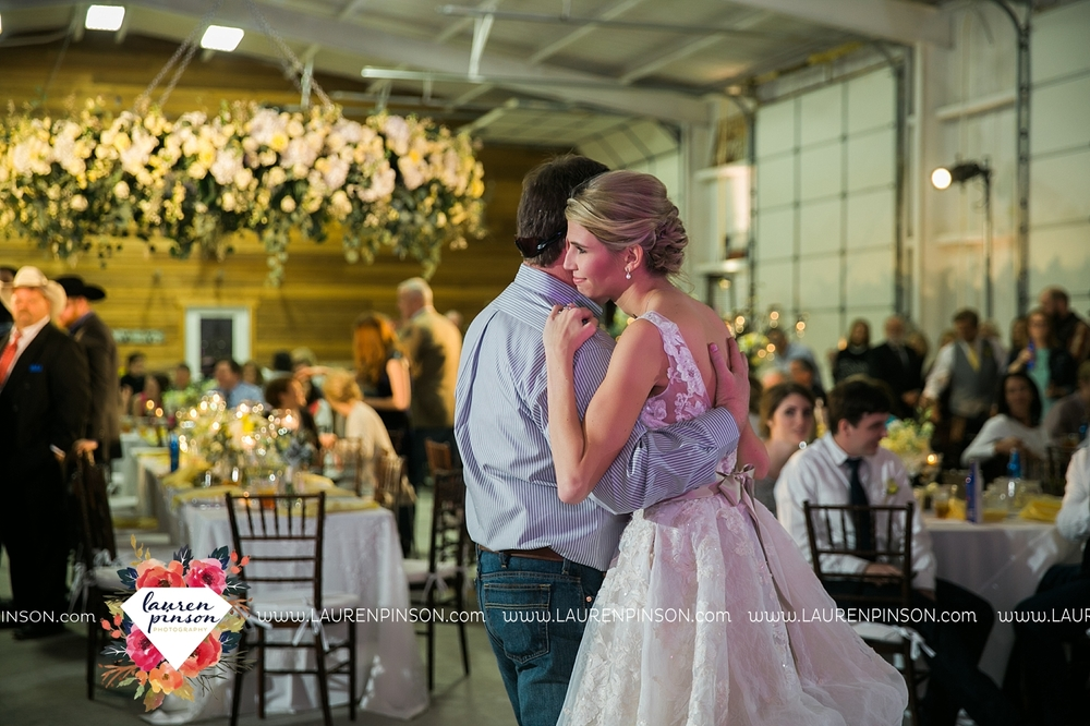 wichita-falls-texas-wedding-photographer-bowie-nocona-henrietta-country-barn-wedding_2204.jpg