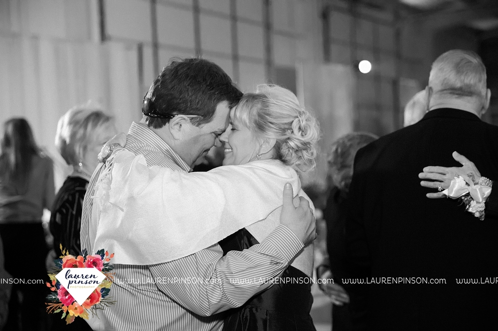 wichita-falls-texas-wedding-photographer-bowie-nocona-henrietta-country-barn-wedding_2205.jpg