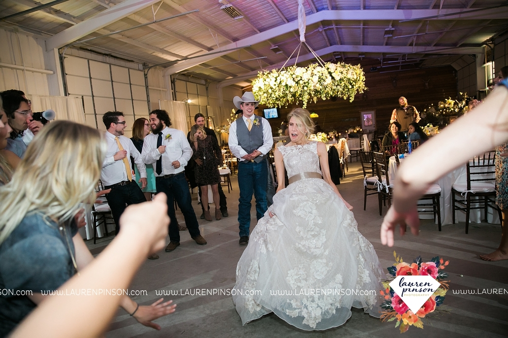 wichita-falls-texas-wedding-photographer-bowie-nocona-henrietta-country-barn-wedding_2215.jpg