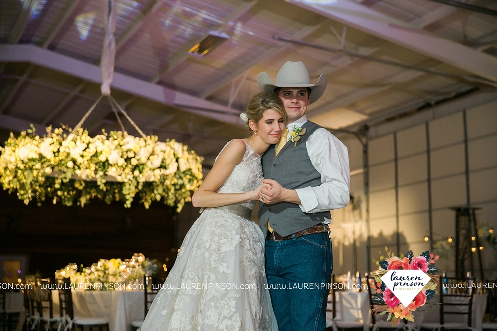 wichita-falls-texas-wedding-photographer-bowie-nocona-henrietta-country-barn-wedding_2219.jpg