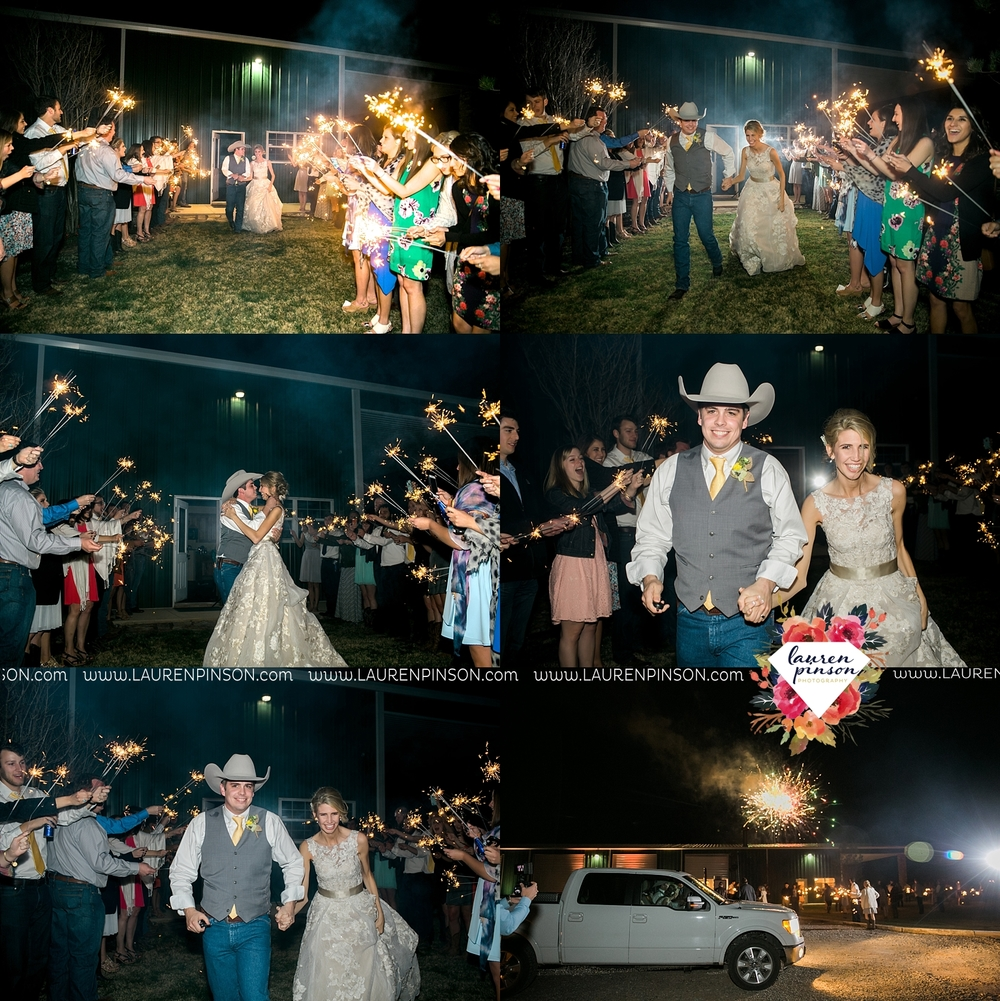 wichita-falls-texas-wedding-photographer-bowie-nocona-henrietta-country-barn-wedding_2220.jpg