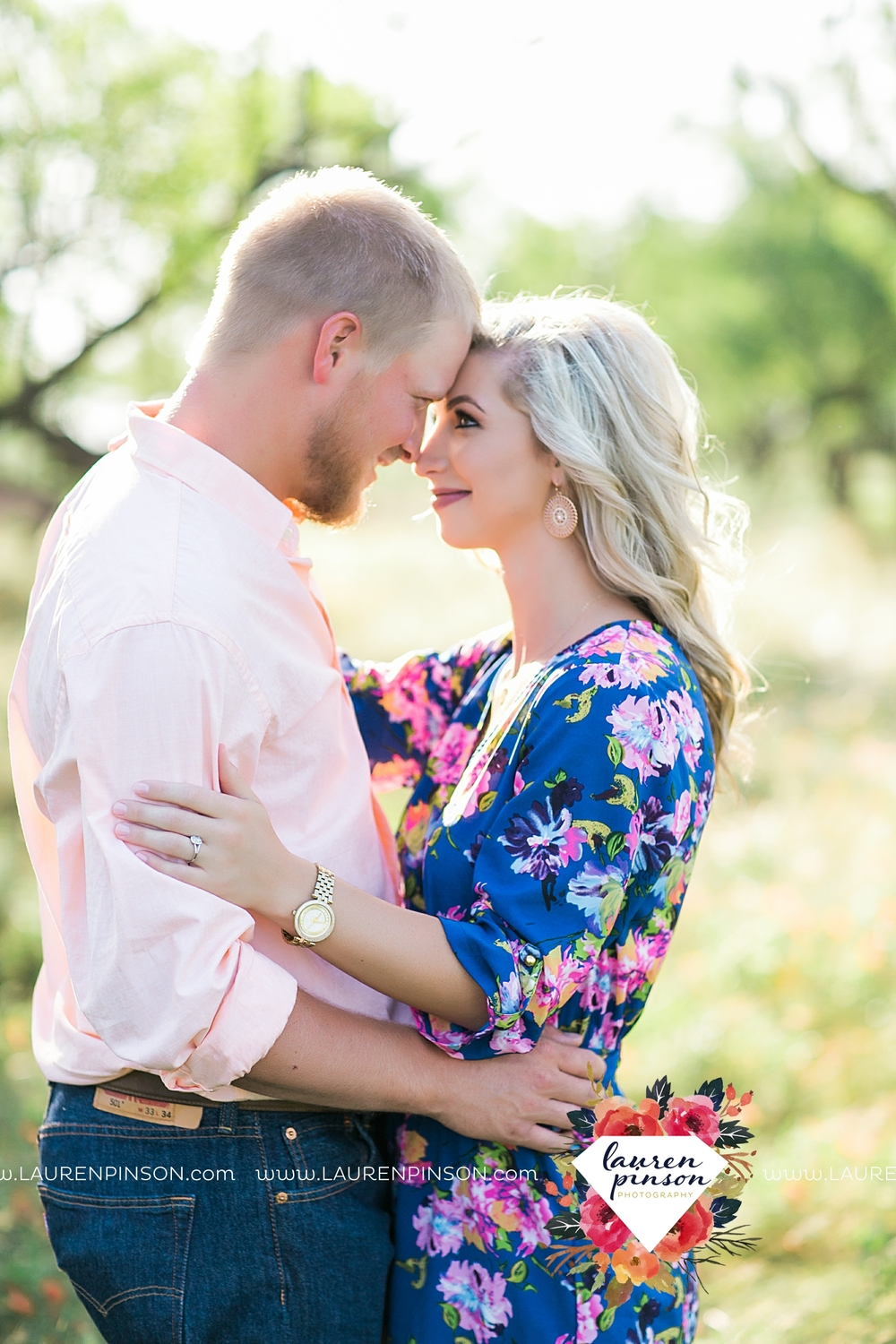 wichita-falls-texas-wedding-photographer-scotland-texas-engagement-session-country-barn-field-windthorst_2733.jpg