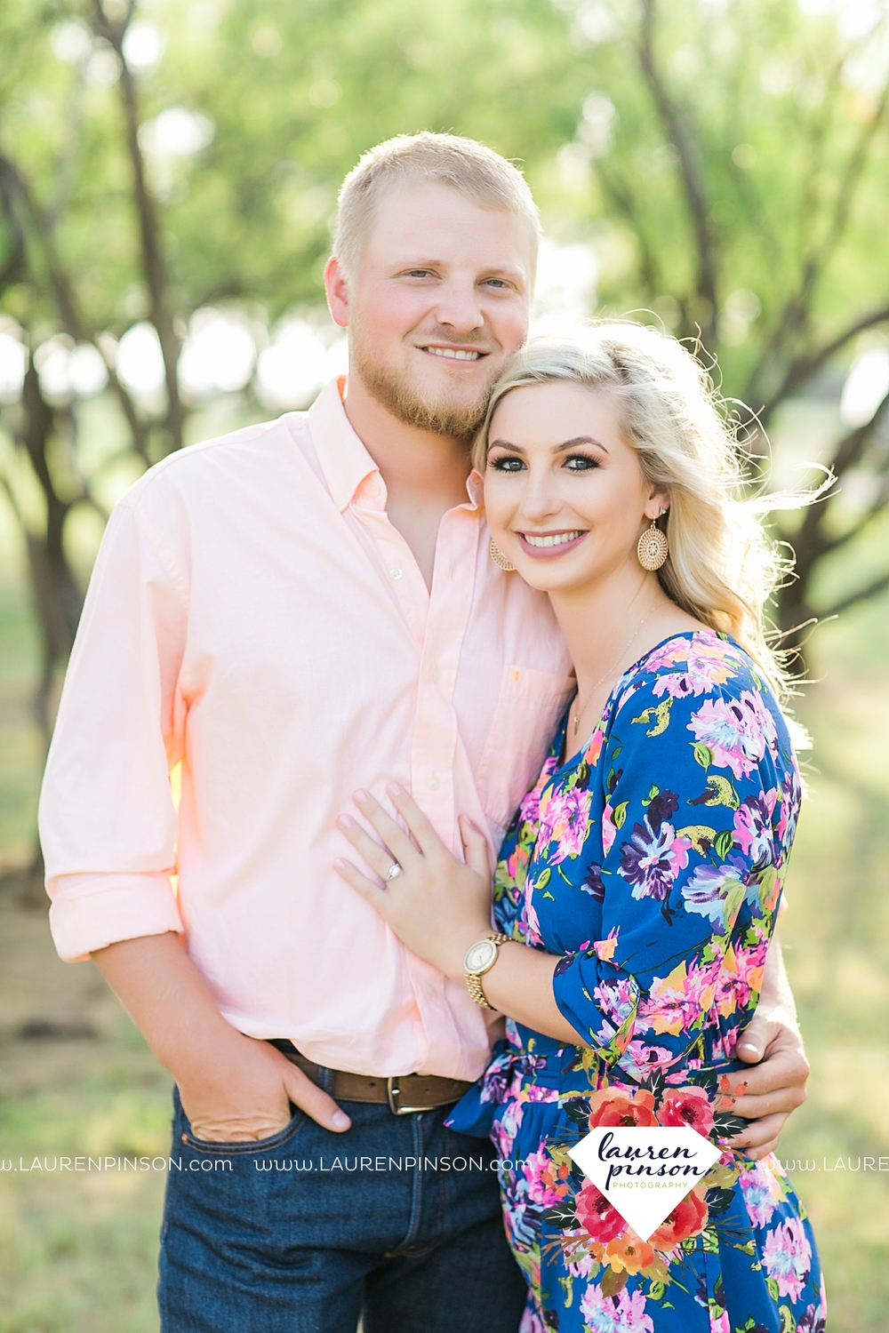 wichita-falls-texas-wedding-photographer-scotland-texas-engagement-session-country-barn-field-windthorst_2736.jpg