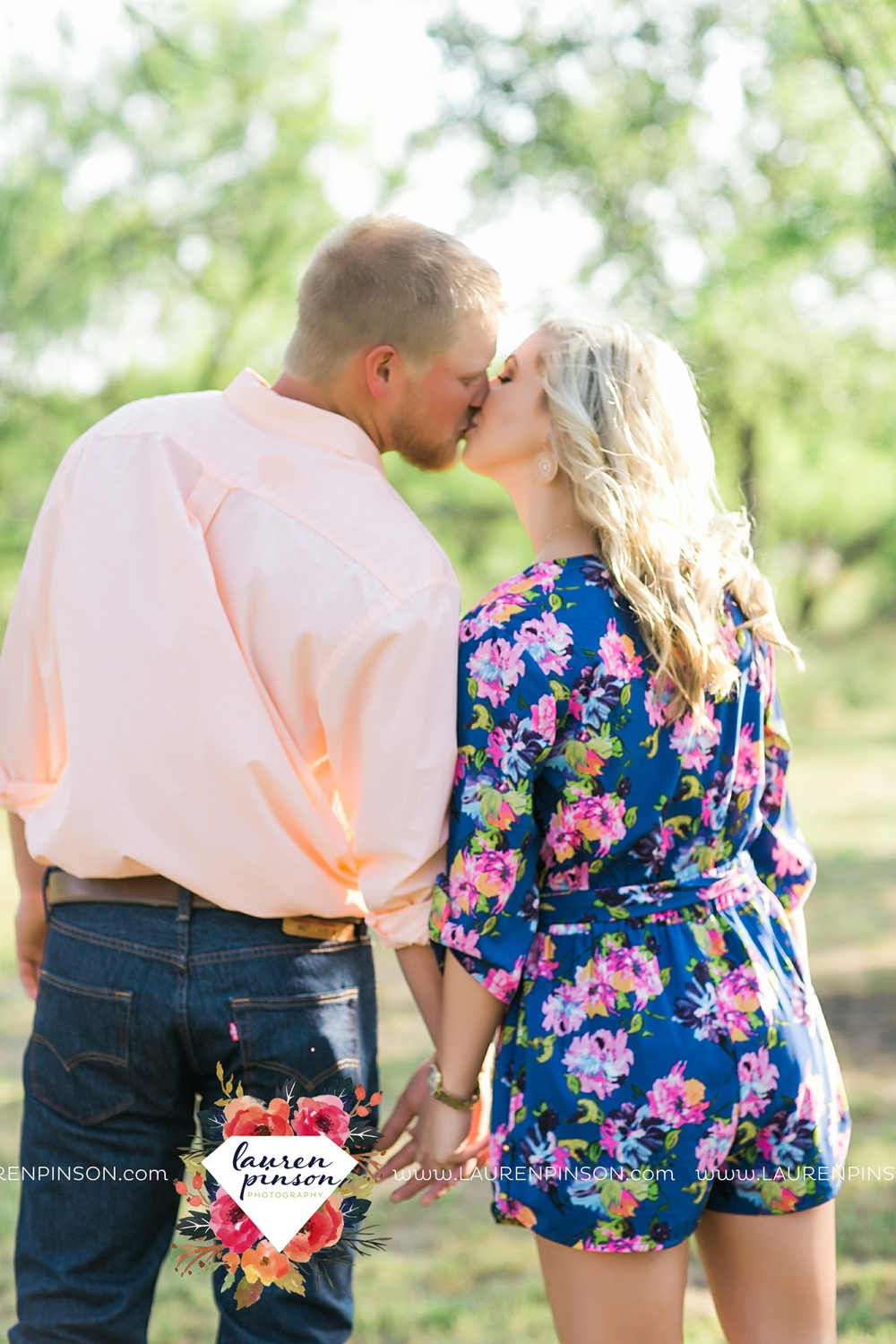 wichita-falls-texas-wedding-photographer-scotland-texas-engagement-session-country-barn-field-windthorst_2738.jpg