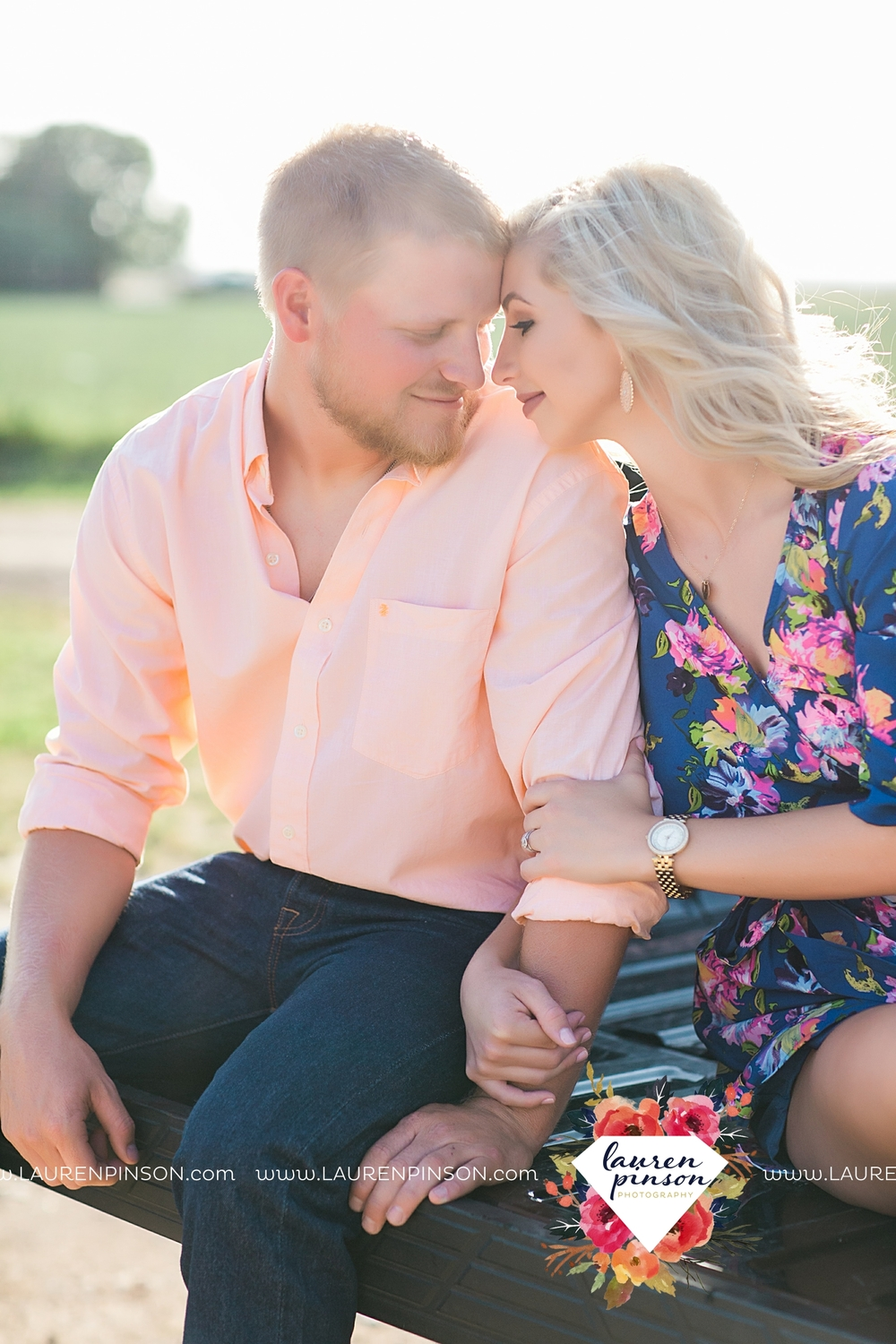 wichita-falls-texas-wedding-photographer-scotland-texas-engagement-session-country-barn-field-windthorst_2740.jpg