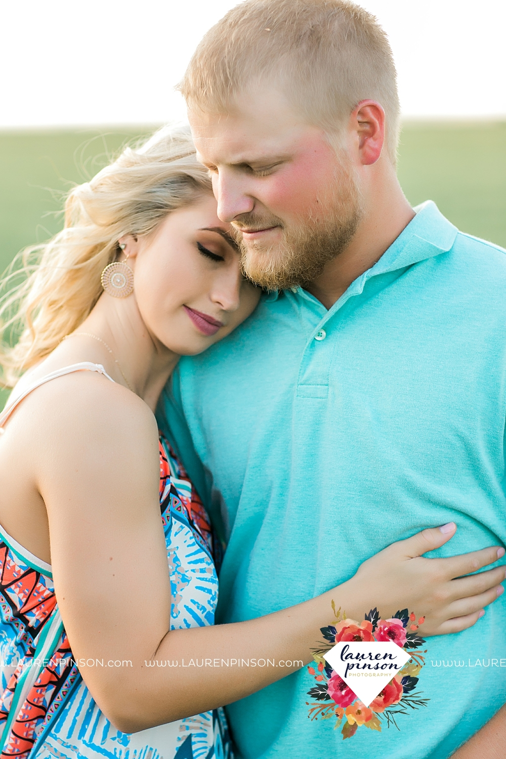 wichita-falls-texas-wedding-photographer-scotland-texas-engagement-session-country-barn-field-windthorst_2743.jpg