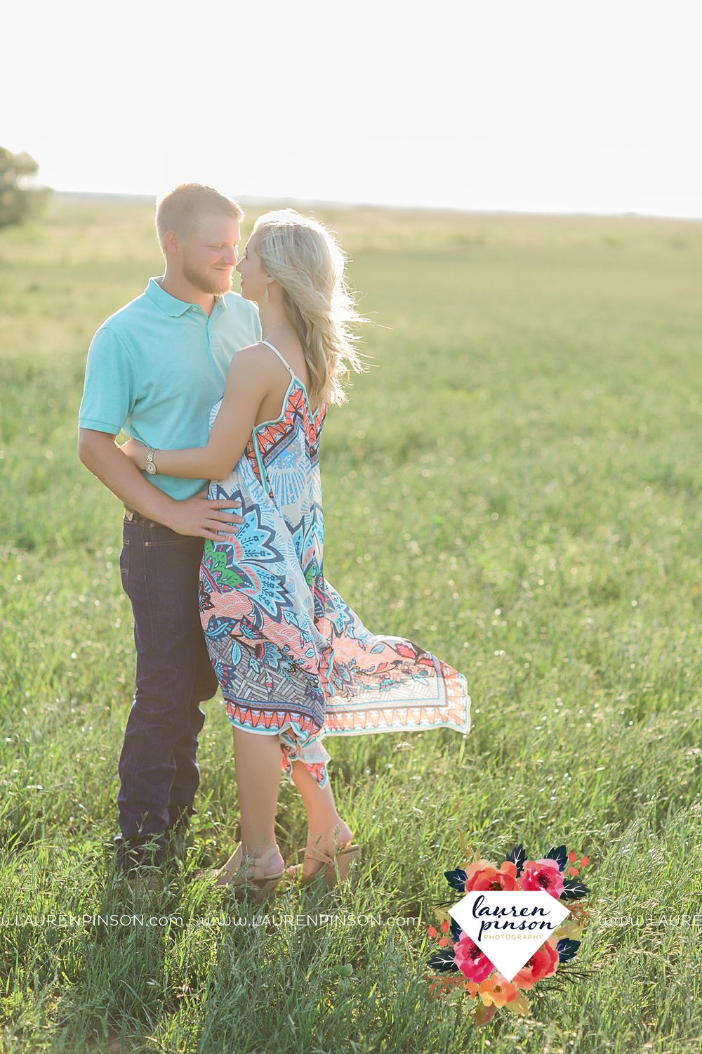 wichita-falls-texas-wedding-photographer-scotland-texas-engagement-session-country-barn-field-windthorst_2746.jpg