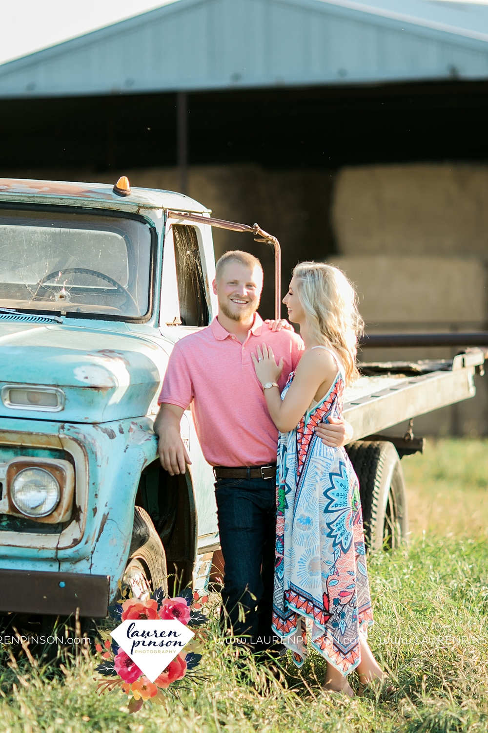 wichita-falls-texas-wedding-photographer-scotland-texas-engagement-session-country-barn-field-windthorst_2748.jpg