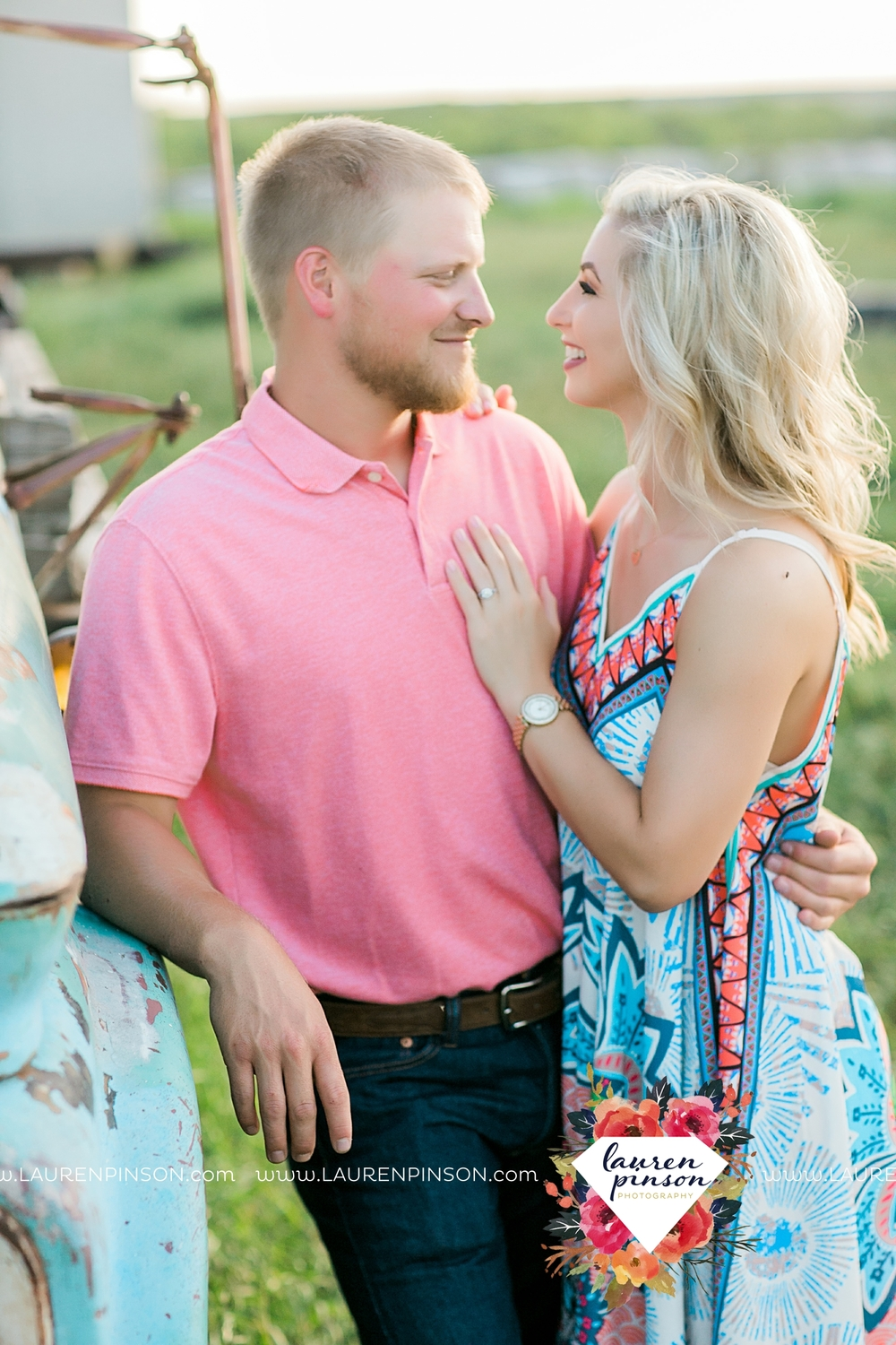 wichita-falls-texas-wedding-photographer-scotland-texas-engagement-session-country-barn-field-windthorst_2749.jpg