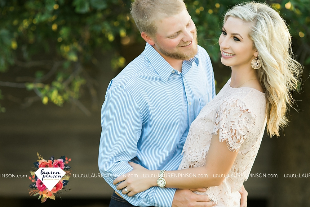 wichita-falls-texas-wedding-photographer-scotland-texas-engagement-session-country-barn-field-windthorst_2752.jpg