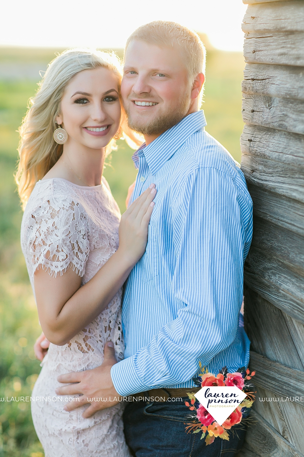 wichita-falls-texas-wedding-photographer-scotland-texas-engagement-session-country-barn-field-windthorst_2754.jpg