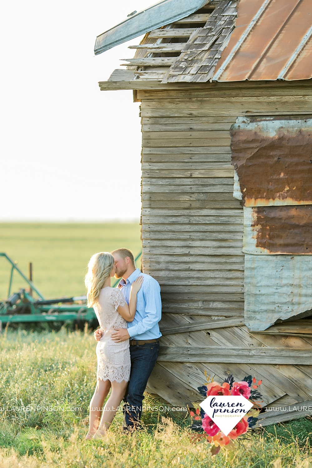 wichita-falls-texas-wedding-photographer-scotland-texas-engagement-session-country-barn-field-windthorst_2755.jpg