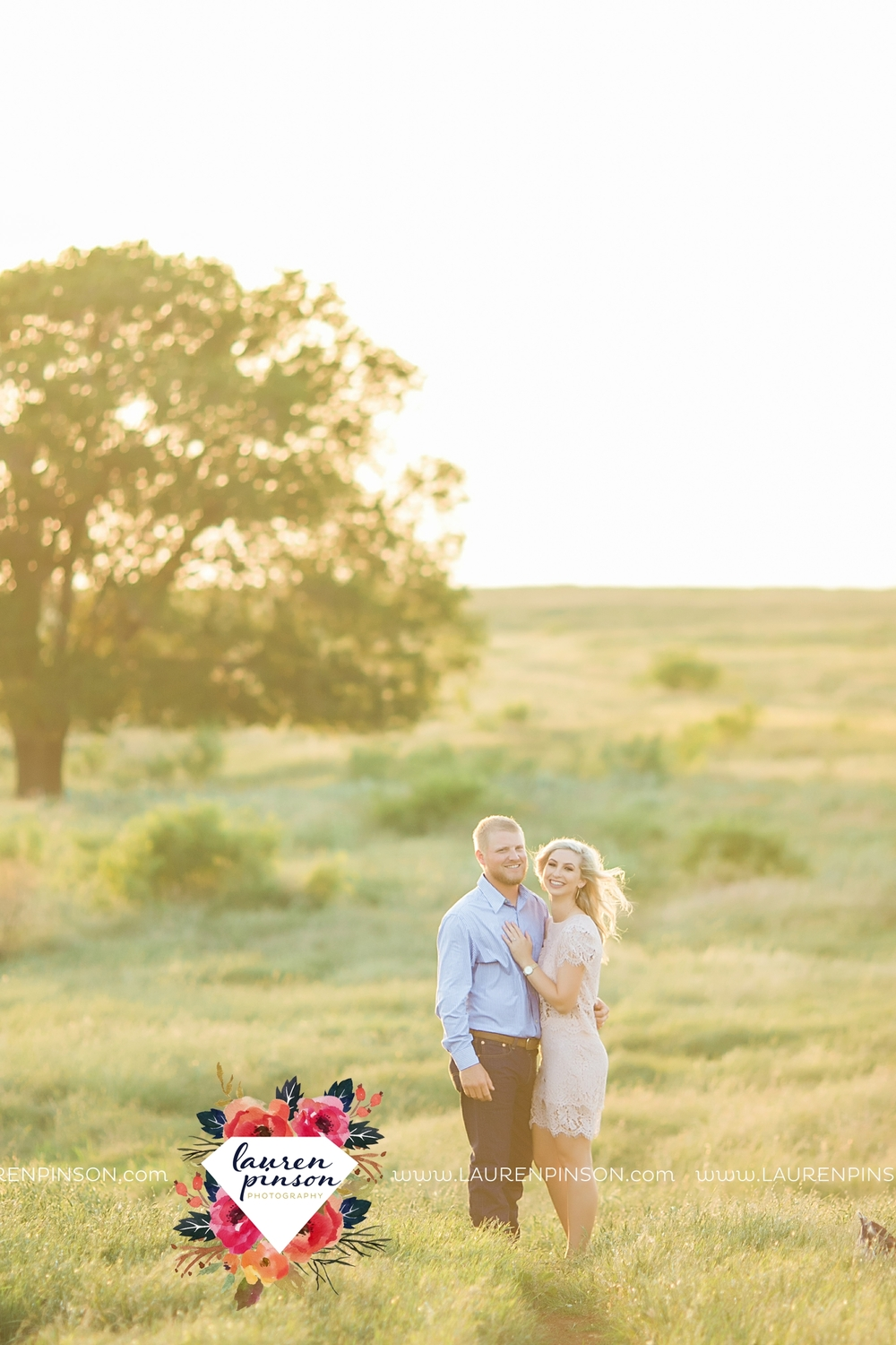 wichita-falls-texas-wedding-photographer-scotland-texas-engagement-session-country-barn-field-windthorst_2756.jpg